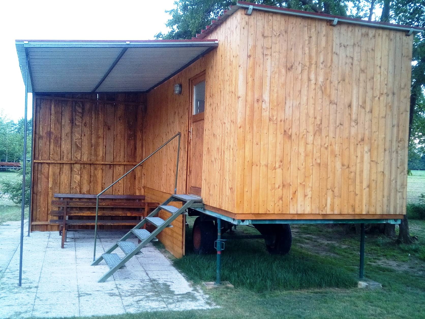 lawis fischerparadies h tte mieten zelten wohnmobil. Black Bedroom Furniture Sets. Home Design Ideas
